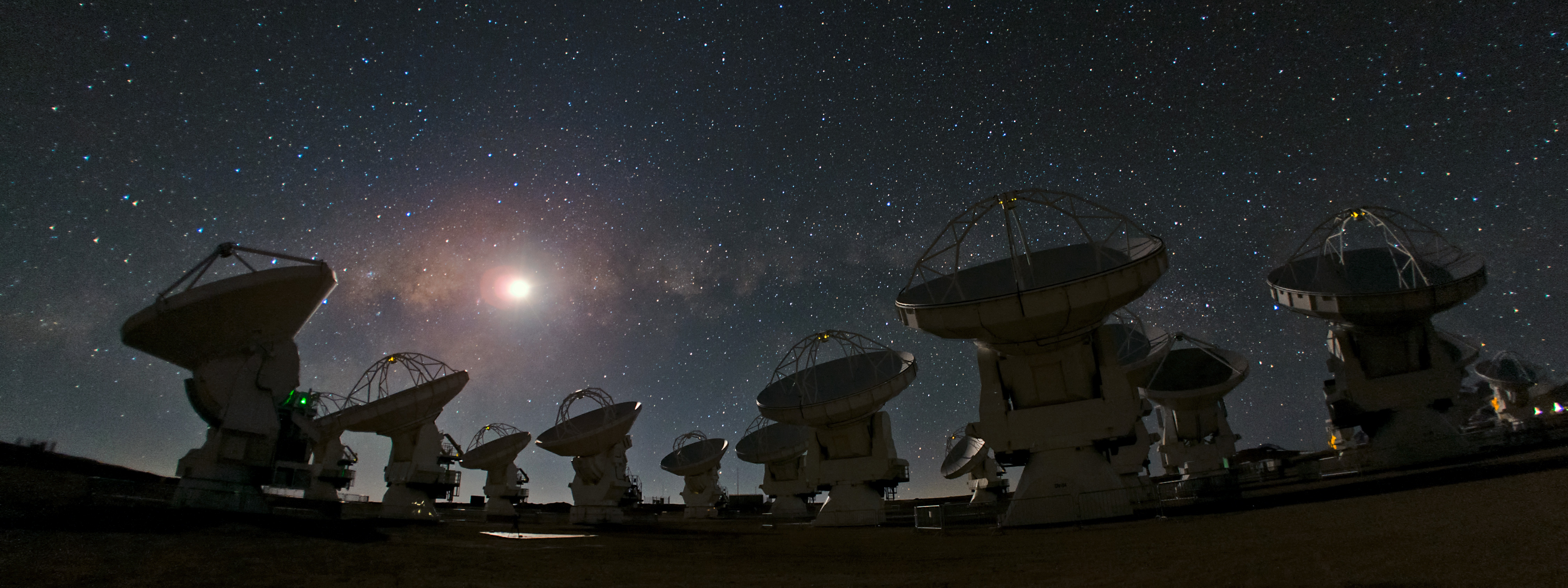 ALMA gives 125.7 hours to the Astronomy Nucleus to understand how the youngest planets and the oldest galaxies form.