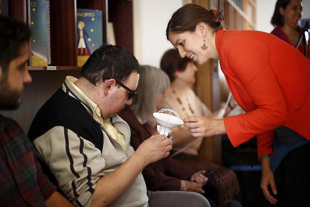 Astrónomas UDP impartirán charla para personas con discapacidad visual en Planetario