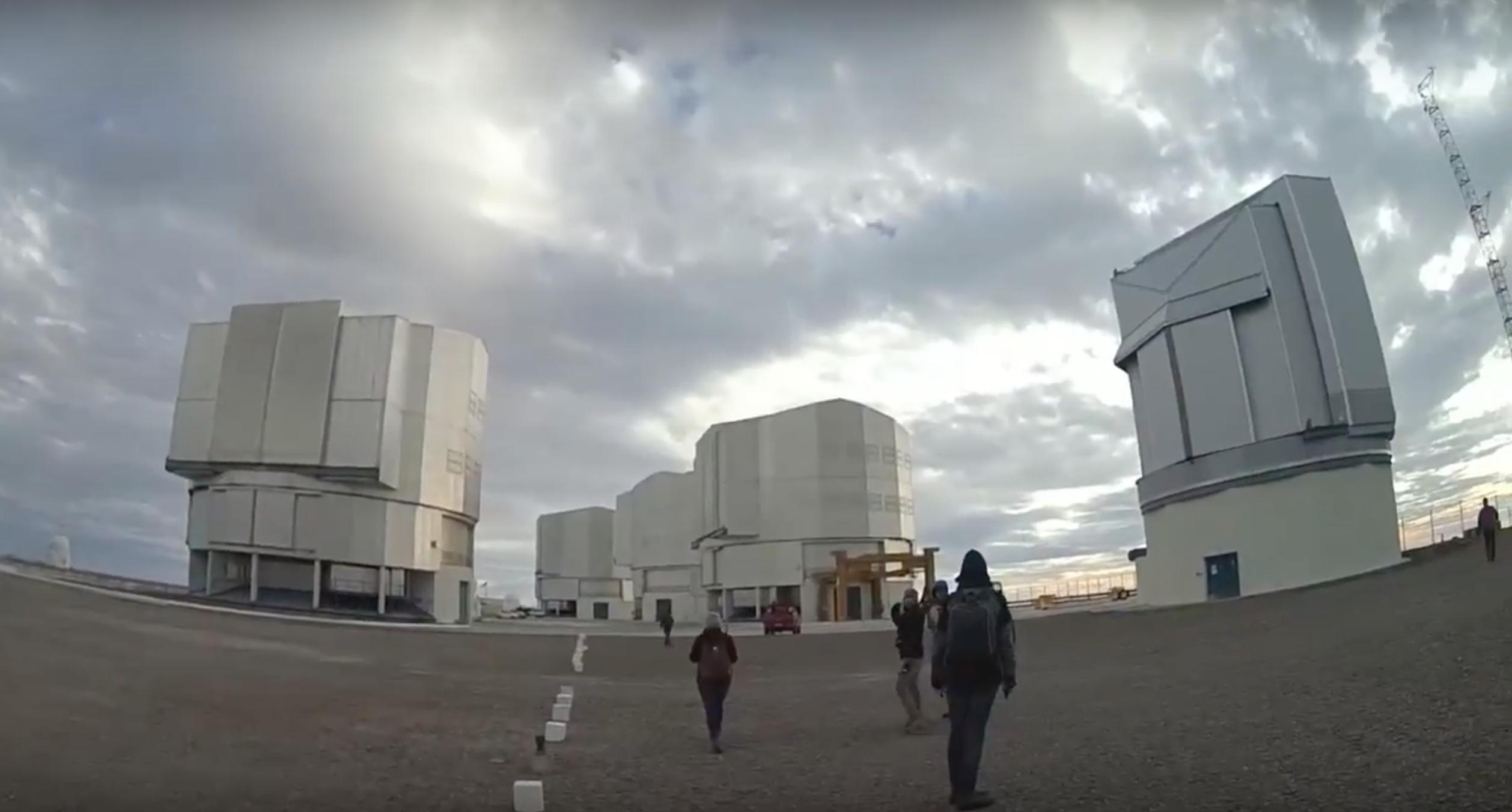 AstroPatiperros 4: Observatorio cerro Paranal ¡Te pasaste!