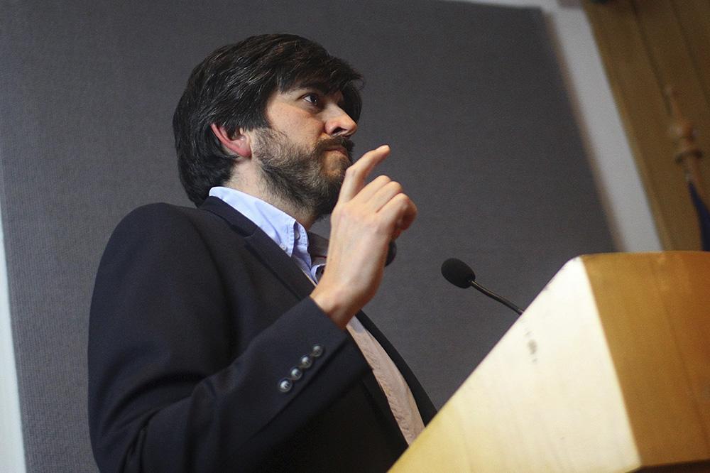 Más de 100 personas asistieron a charla de astronomía de Nelson Padilla
