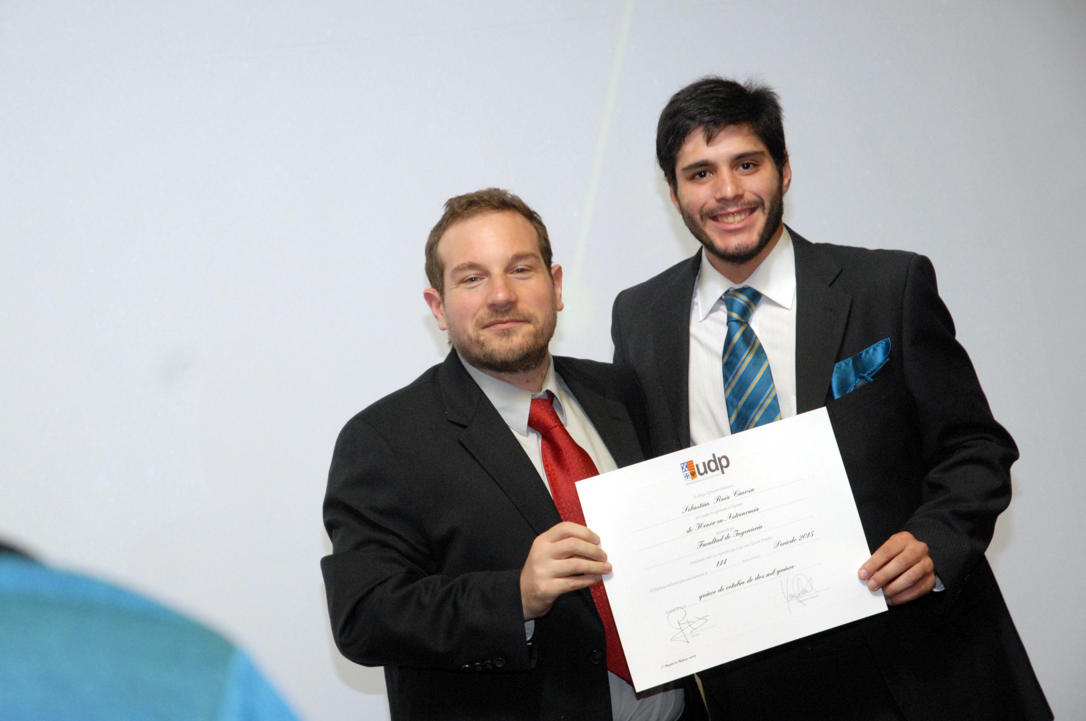 Diplomas de Honor UDP celebra titulación de su primera generación