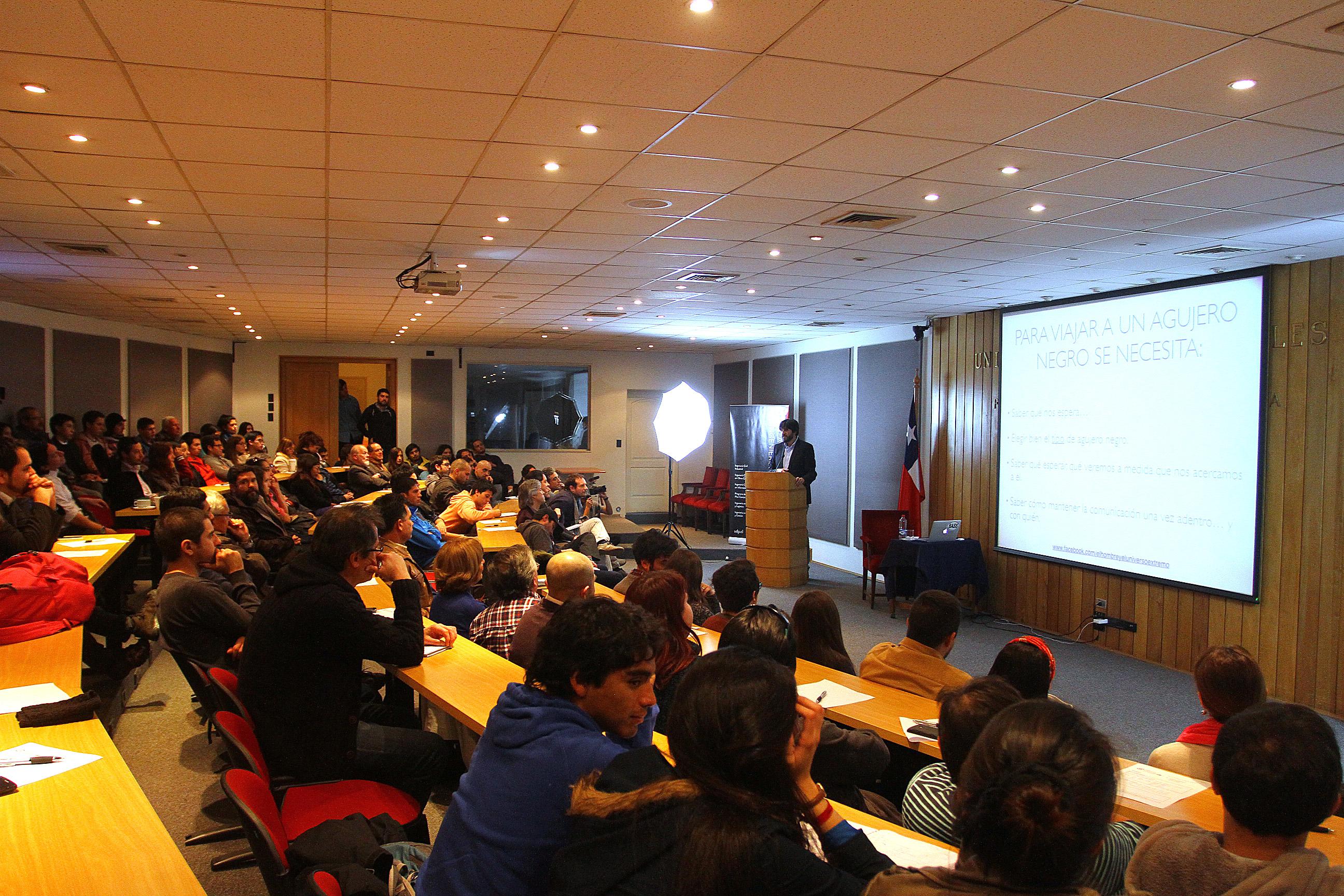 Gran éxito de audiencia en la charla de Nelson Padilla