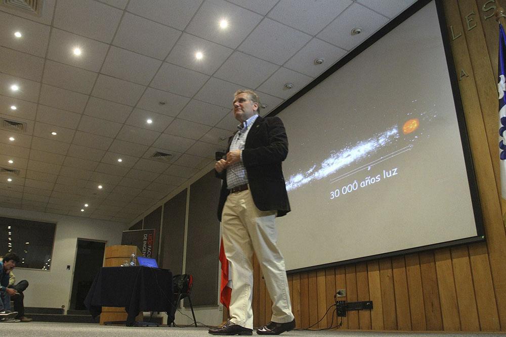 Charla de Mario Hamuy «Una excursión por un Universo en aceleración»