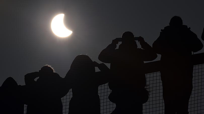 Eclipse Solar: ¿Qué pasa si lo miras directamente?